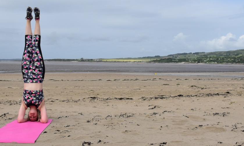 Zoe Longford beach workout